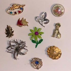 Brooches/Pins/Jewelry /Collar Art/Hat Attire